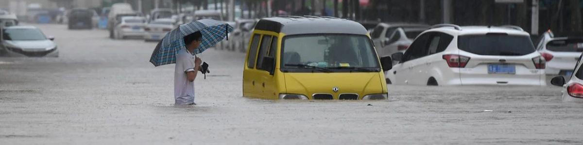 7月17日以来,河南连降罕见暴雨,造成严重灾情。一方有难,八方支援。各界企业纷纷伸出援助之手,从20日晚到22日晚,企业捐助总额已超20亿元。