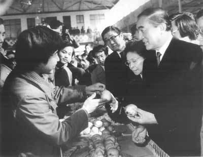 这位日本首相曾和美国打贸易战,和中国进入蜜月期