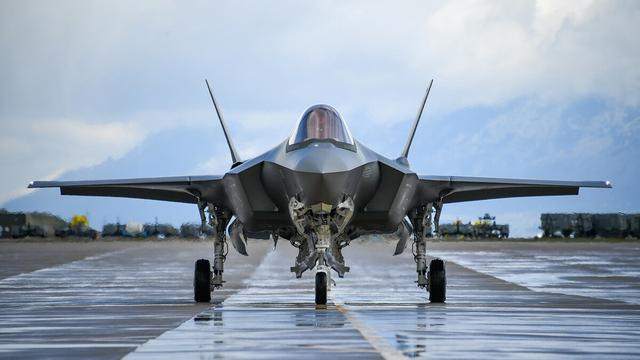 """法防长抨击美国强卖武器:北约宪章没""""第F-35条"""""""