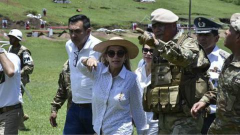 玻利维亚临时总统:将对莫拉莱斯发布逮捕令