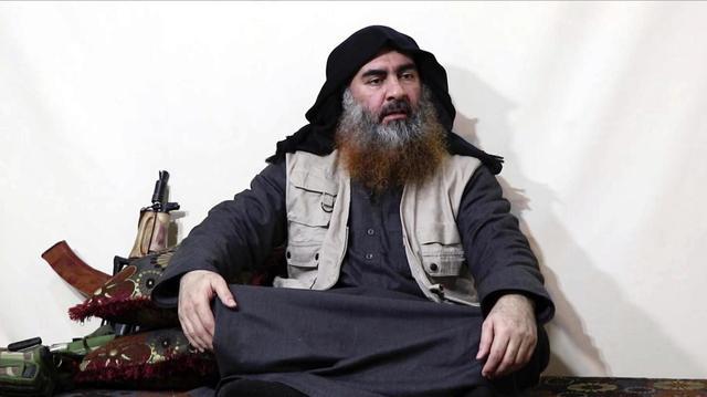 巴格达迪死后,军警缴获其随身配枪,一把奇特AK和6个大弹匣