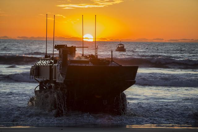 踏浪狂飙 美军ACV新型两栖战车测试画面曝光