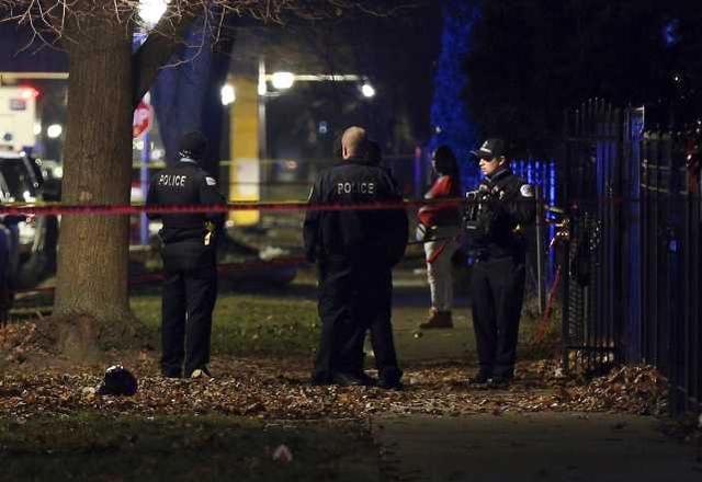 美国枪击案受害者纪念活动又发生枪击案,造成13人受伤