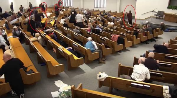 美国得州教堂枪击致3死:警卫击毙枪手,现场多人拔枪