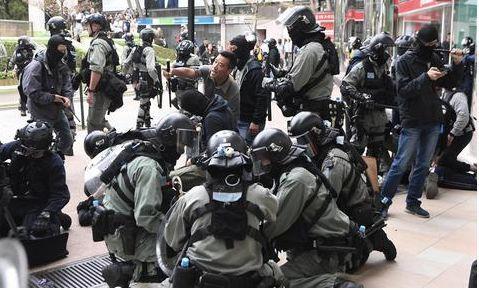 """香港""""勇武派""""暴徒宣布退出""""抗争"""",港媒:港警""""一哥""""的功劳"""
