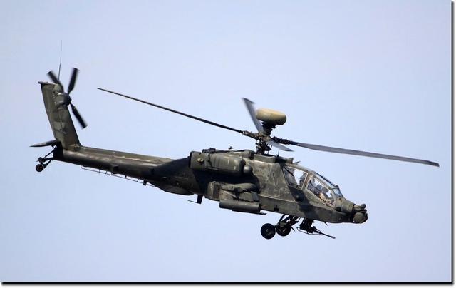 胡赛武装击落沙特一架阿帕奇直升机,在空中炸成两截