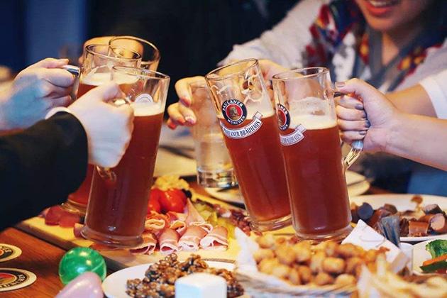 """两场啤酒节的背后:从""""三国杀""""到""""二人转"""""""