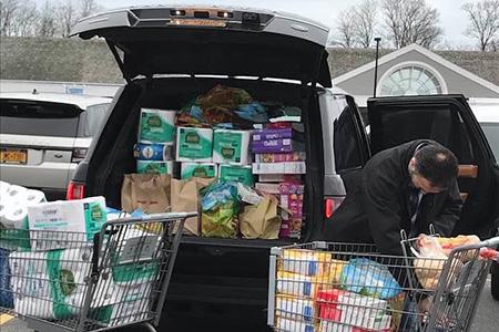 """纽约富人逃向度假区买光超市 遭当地居民讽""""臭虫"""""""