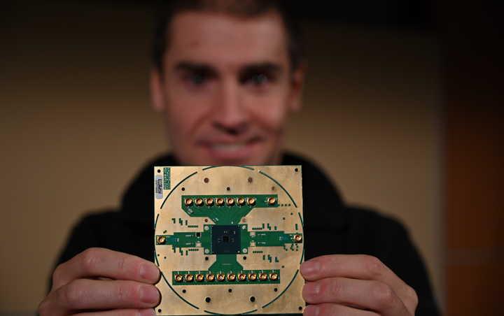 英特尔发布量子计算控制芯片 未来技术商用化又近一步