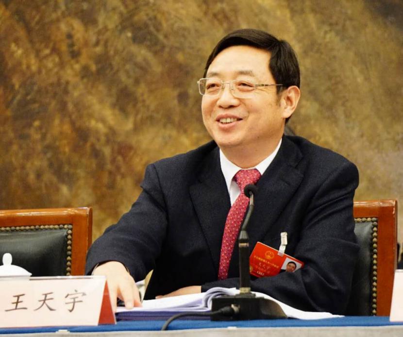 王天宇:放宽中小银行数字化转型监管 优化金融合同诉讼程序
