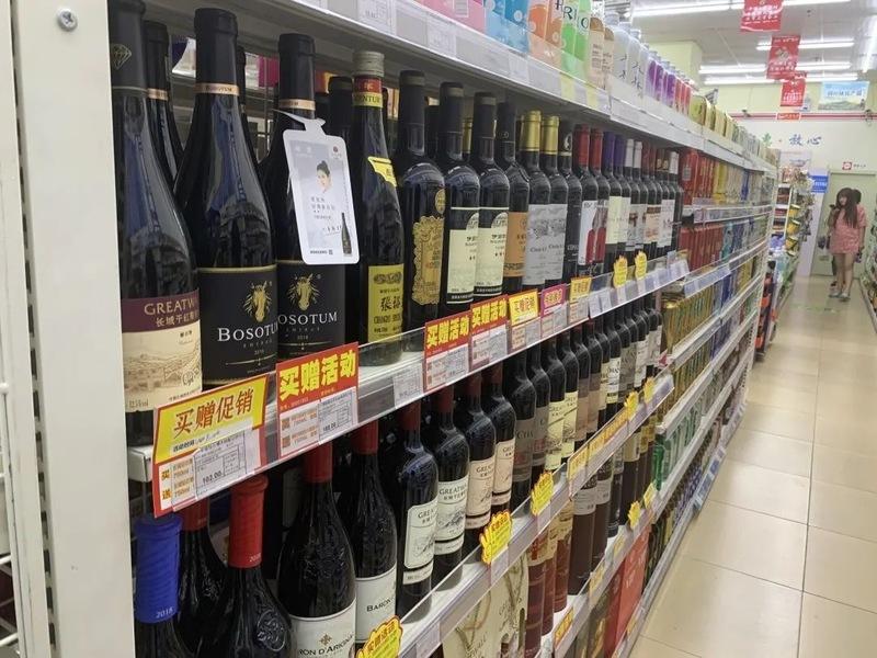"""调研 满墙""""买一赠一""""黄标,红旗超市想""""做死""""葡萄酒品类?"""
