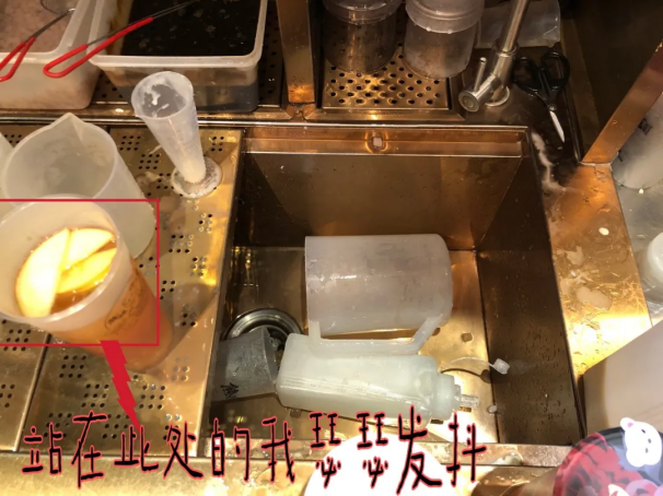 后厨脏乱、保质期不明、报废物乱放 一点点、coco、茶百道等奶茶店被揭露恶心一幕