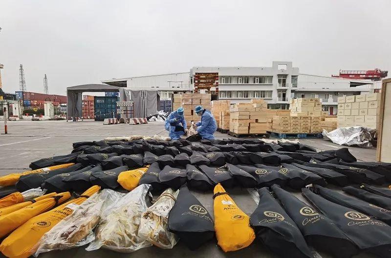 上海海关查获走私拉菲、木桐等名庄酒与高档火腿,价值或超千万元