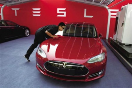 """""""失控""""的特斯拉!智能汽车的新维权之路该何去何从?"""