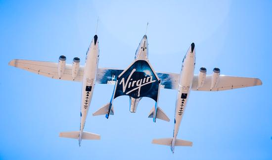 维珍银河创始人圆梦上太空 顺利完成全球首趟商业飞行