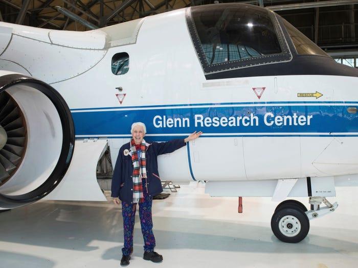 82岁老奶奶圆梦飞天 将与贝佐斯一同搭载火箭