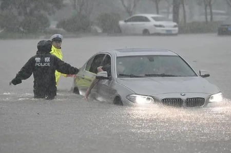 河南暴雨,车辆被淹,保险公司赔不赔?