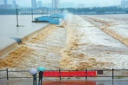龙光慈善基金会捐赠1000万元驰援河南防汛救灾