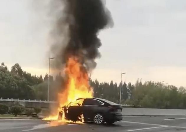 上海现一起蔚来EC6碰撞起火事故驾驶员不幸罹难 蔚来回应